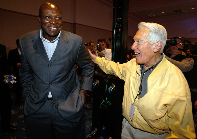 Smith's former Bills head coach Marv Levy congratulates him during the Hall of Fame class of 2009 press conference.