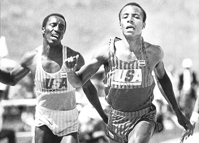 Calvin Smith (right) sets a new world record in the 100 meters with a time of 9.93 seconds in 1983.