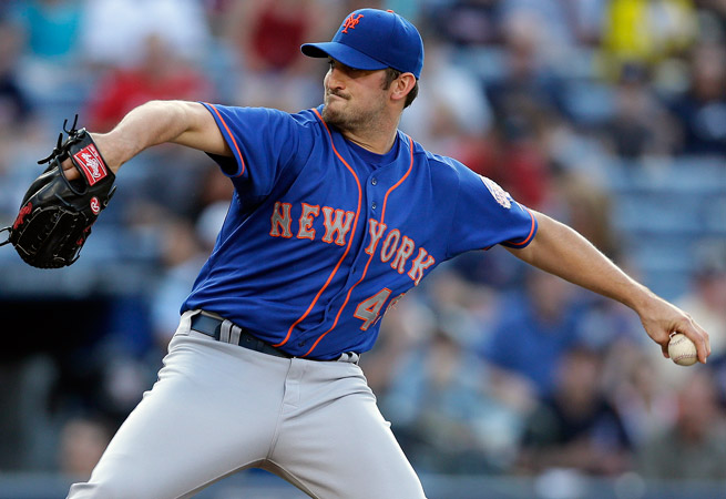 Jon Niese lasted 3 1/3 innings in his start against Atlanta before leaving with shoulder pain.