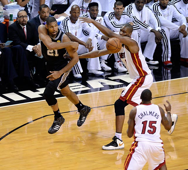 Tim Duncan passes past Chris Bosh.