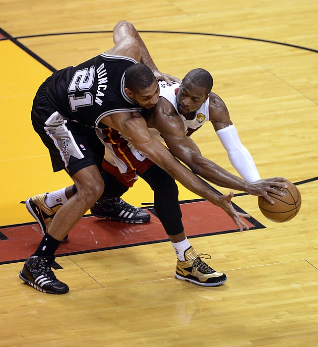 Tim Duncan guards Dwyane Wade closely.