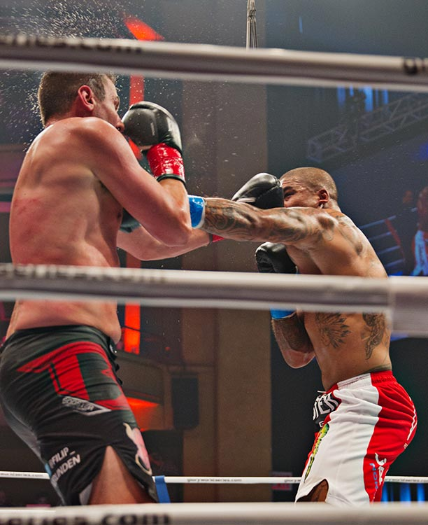 Tournament semifinal Tyrone Spong (blue tape) vs. Filip Verlinden.