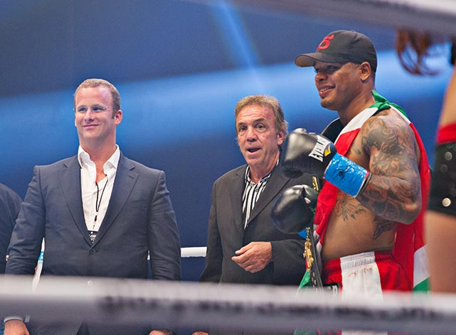 Spong with with fight promoter Lou Neglia (center).