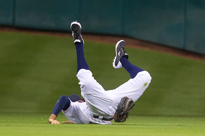 Justin Maxwell banged his head on the grass while diving for a fly ball in the fourth inning.