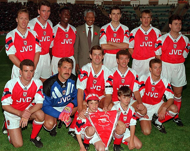 The Arsenal football team posed for a photograph with Mandela in Johannesburg in 1993.