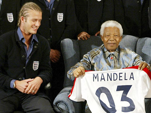 England captain David Beckham presents Mandela his own England jersey. England would play Bafana Bafana in a friendly match later in the week.