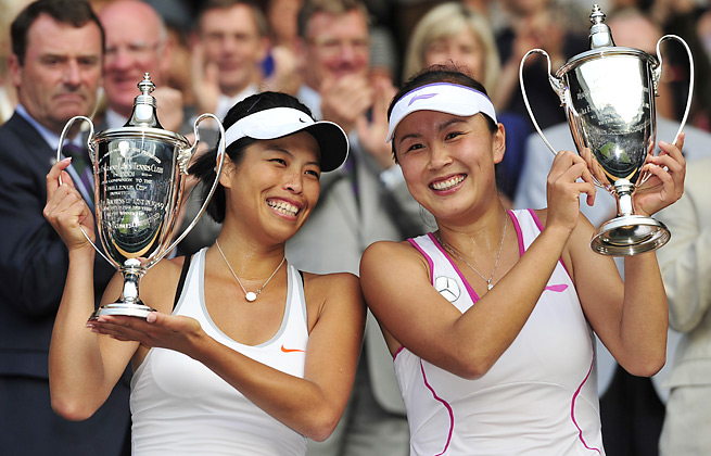 Hsieh Su-Wei (left) became the first Taiwanese winner at Wimbledon with the help of China's Peng Shuai.