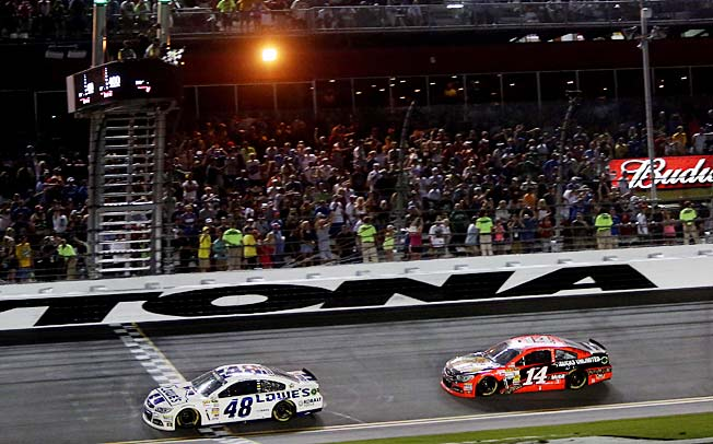 Tony Stewart (14) has been using his late move restrictor plate strategy at Daytona for years.