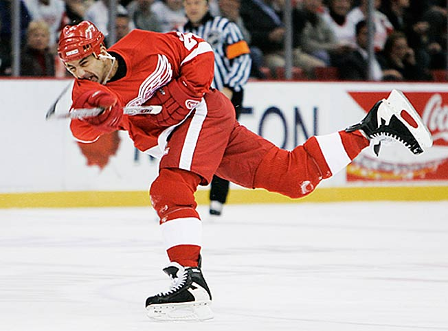 First ballot Hall of Famer Chris Chelios played 23 NHL seasons and won three Norris Trophies.