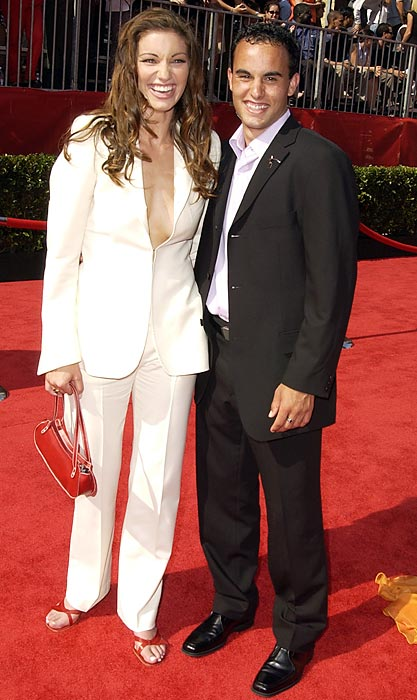 Donovan during the 2002 ESPY Awards with Bianca Kajlich at the Kodak Theater in Hollywood. The two were married from 2006-2010.