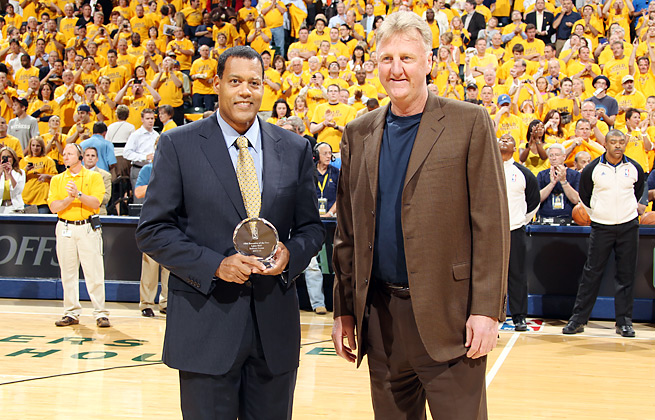 Stu Jackson, here with Larry Bird, will step down from the league office after more than 13 years.