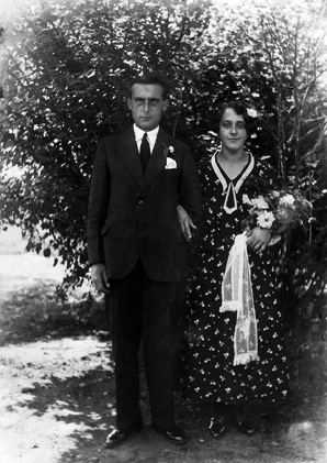 Katharina and Willem Coenen on their wedding day, 80 years ago.