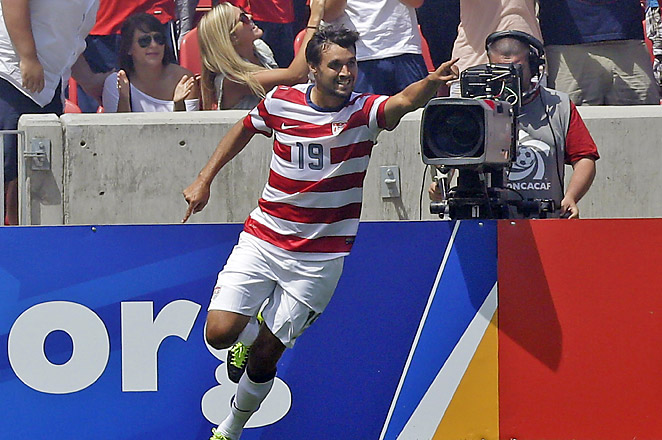 Chris Wondolowski scored two of the four goals to help lead the U.S. to the Gold Cup quarterfinals.
