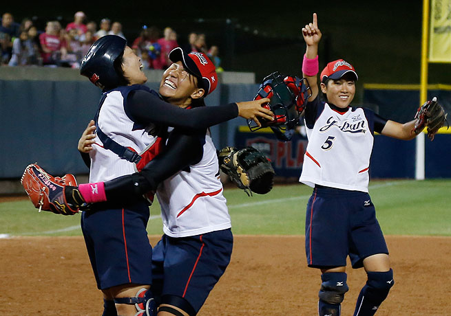 Yukiyo Mine (left), Kana Nakano (center) and Yuki Hayashi celebrate Japan's world title win.