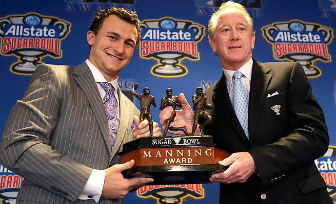 Johnny Manziel (left) was given the Manning Award, honoring the nation's best QB and named after Archie Manning (right), in May.