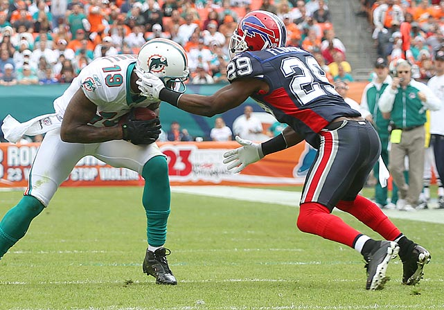 This facemark infraction by Drayton Florence on his 30th birthday gave Brandon Marshall and the Dolphins a first down at the six, from which they scored two plays later. The Bills still won 17-14, giving Florence a 2-0 record in his Birthday Games -- the first was a 21-0 victory over Cleveland in 2004, when the cornerback played for the Chargers.