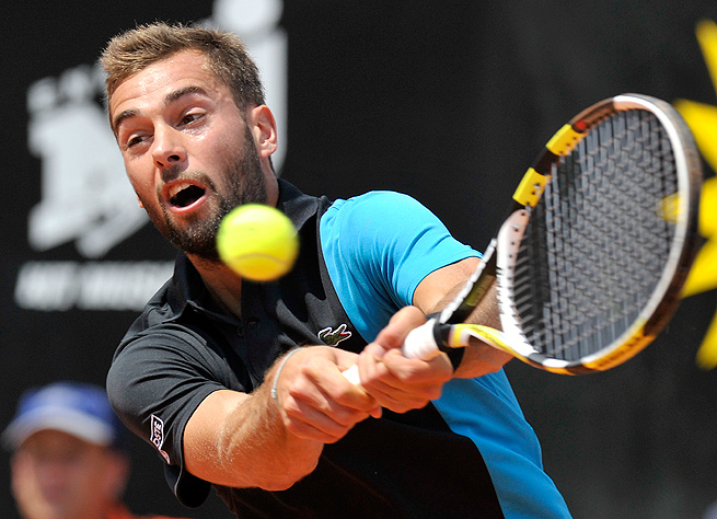 No. 9 seed Benoit Paire beat Albert Montanes 6-1, 6-4 to move to the third round of the German Championships.