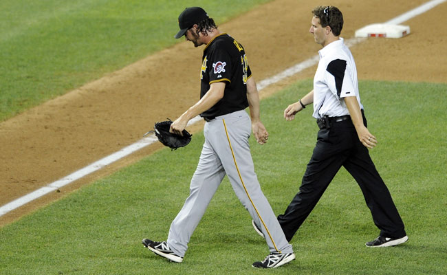 Jason Grilli walks off the mound after injuring his forearm on Monday night against the Nationals.