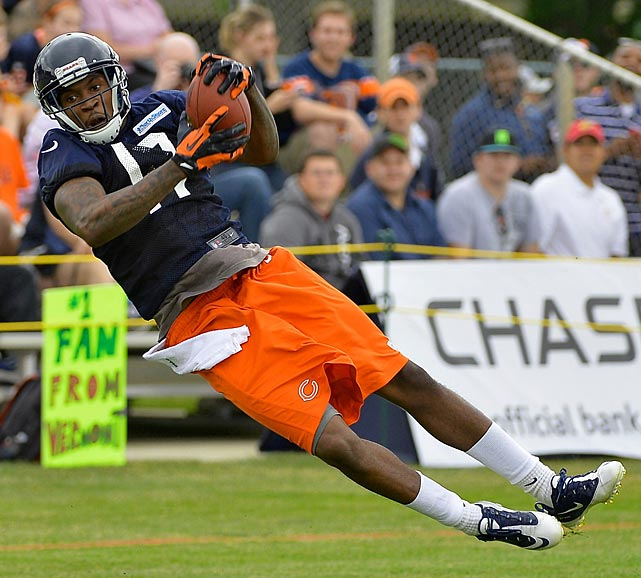 Alshon Jeffery makes an off balance catch while participating in the Bears training camp.