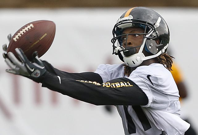 Pittsburgh Steelers wide receiver Markus Wheaton makes a catch at the first practice in Latrobe, Pa..
