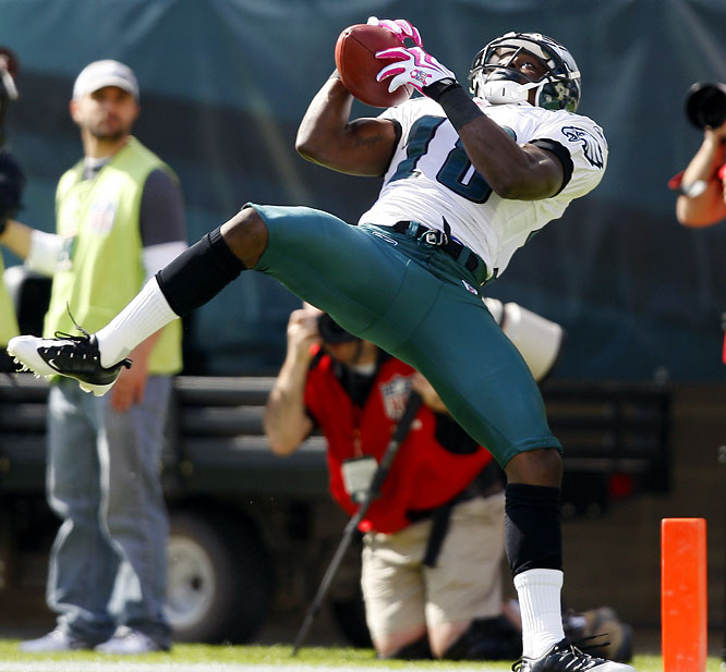A torn ACL will likely cost Philadelphia Eagles speedster Jeremy Maclin his entire 2013 season. The wide receiver's injury comes at a terrible time both for himself --Maclin's rookie contract expires at the end of the season -- and for his team. The Eagles' offense was expected to expand under new head coach Chip Kelly with Maclin and DeSean Jackson creating a dynamic deep-threat duo.