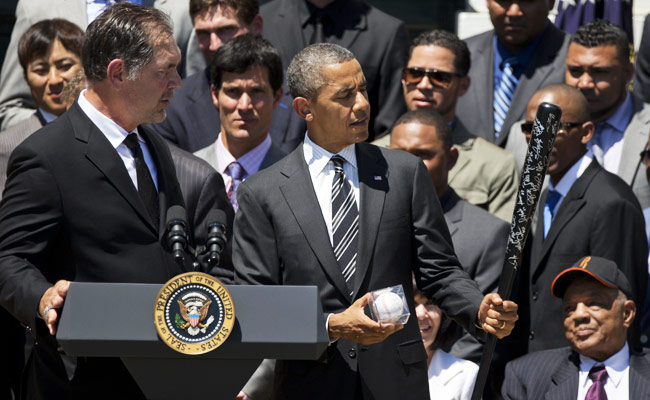 Giants manager presents President Obama with an autographed bat and baseball.
