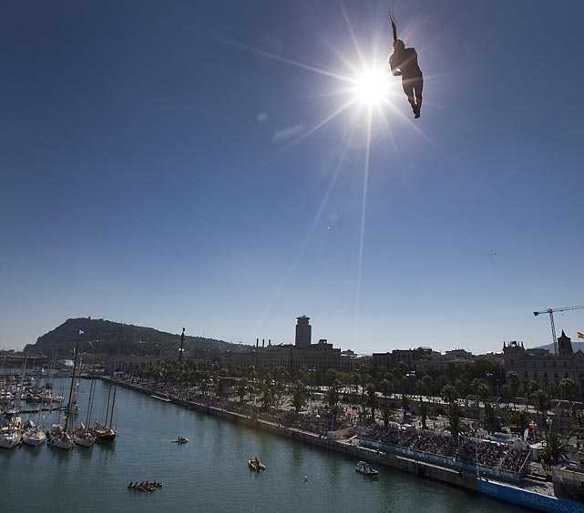 Orlando Duque of Colombia competes in his gold medal-winning event, the 27-meter high dive final, during the FINA Swimming World Championships in Barcelona on July 31.