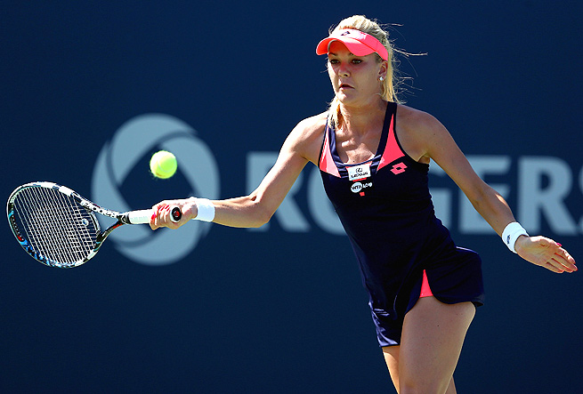 Agnieszka Radwanska snuck by Sara Errani 7-6 (1), 7-5 to reach the semifinals of the Rogers Cup.