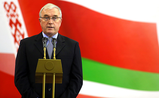 After initially lacking support, Pat McQuaid confirmed that he can run for re-election of UCI president against Brian Cookson.