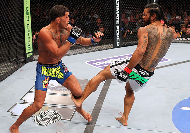 Anthony Pettis (left) fended off Benson Henderson and won the fight with an armbar in the first round.