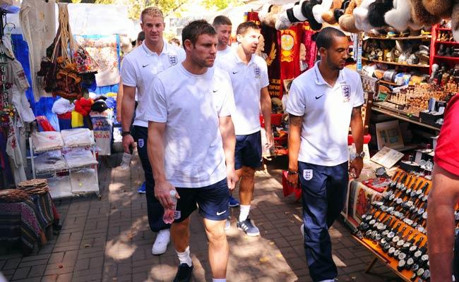 The English national team toured Kiev on Monday.