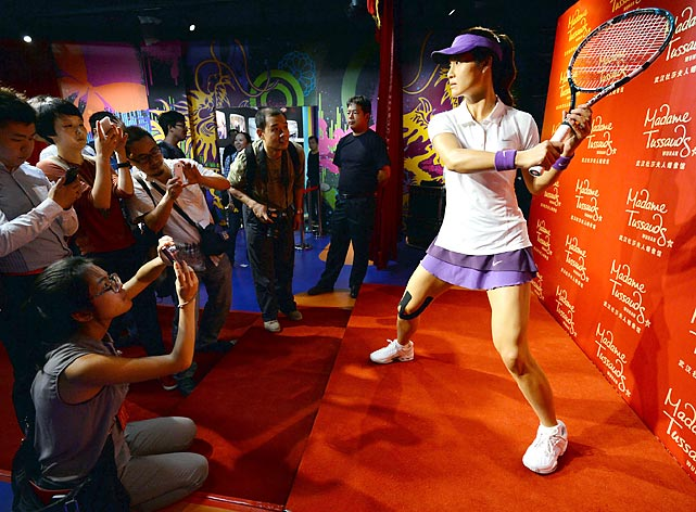 A wax figure of China's top women tennis player fends off the media buzzards at the Madame Tussauds in Wuhan.