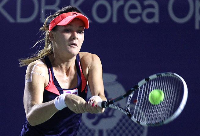Agnieszka Radwanska defeated Alexandra Cadantu in straight sets in Seoul.