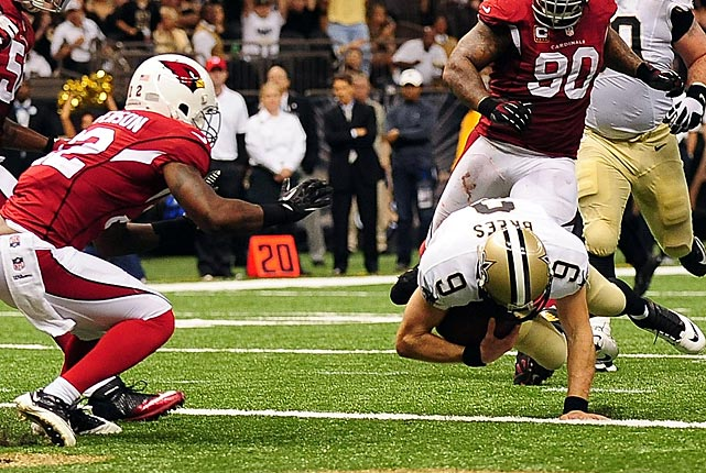 Drew Brees completed this touchdown run by diving into the end zone ahead of Tony Jefferson.