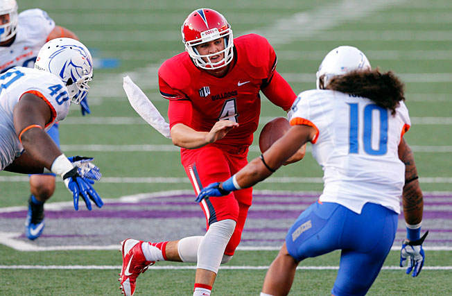 Derek Carr (4) led Fresno State on a game-winning, 87-yard scoring drive to beat Boise State on Friday.