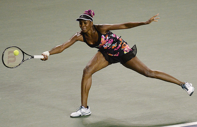 Venus Williams ousted U.S. Open finalist Victoria Azarenka 6-2, 6-4 in the Pan Pacific Open.
