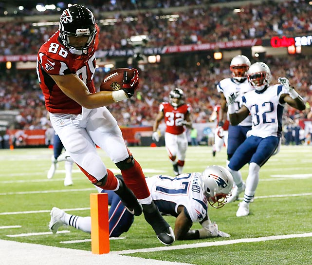 The Atlanta Falcons talked Tony Gonzalez out of retirement so that he could make plays like this one.