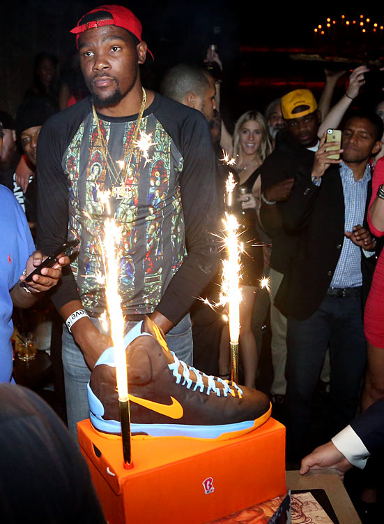 Kevin Durant may have turned 25 on Sunday, but he celebrated his birthday a week earlier with a party at the nightclub Avenue in New York City. Here are some photos of who showed up at the event.