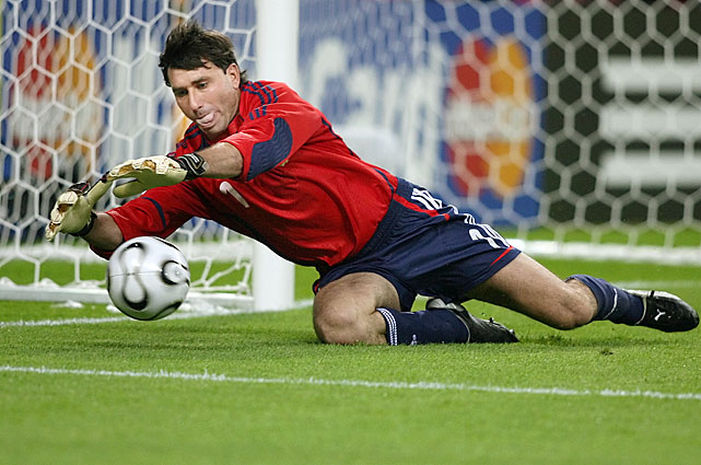 Abbondanzieri earned 48 caps from 2004 to 2008, goalkeeping for the Argentine national soccer team. In the 2006 World Cup, Abbondanzieri was forced to leave with an injury in Argentina's quarterfinal loss to Germany.