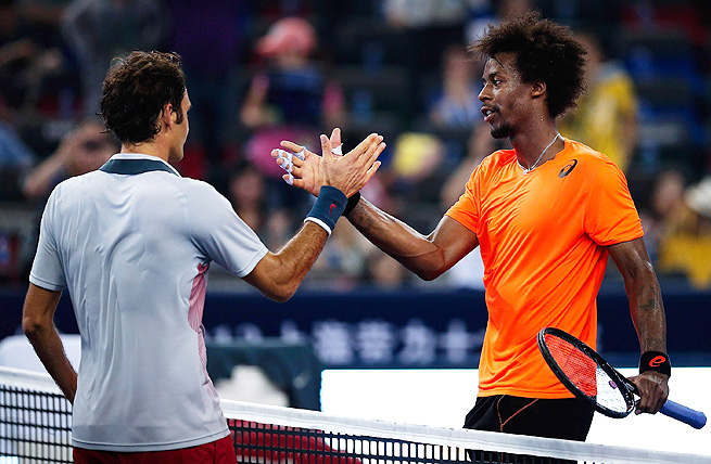 Roger Federer lost in three sets to Gael Monfils, decreasing his chances of qualifying for the ATP Tour Finals.