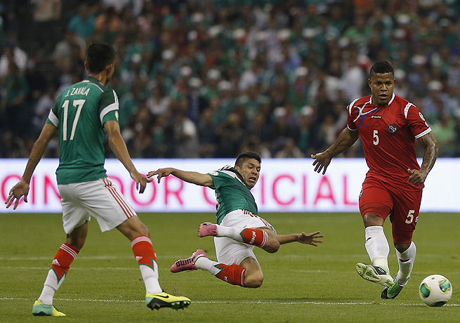Oribe Peralta (center) scored Mexico's first goal in its crucial victory against Panama.