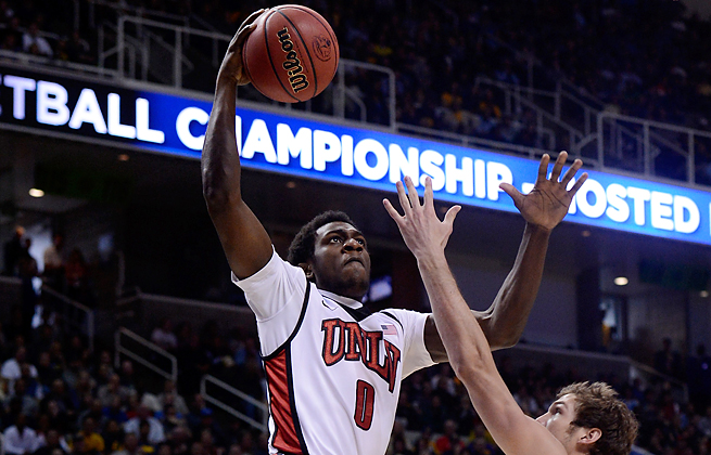 UNLV's Savon Goodman is facing charges he stole sneakers, cash and video games from an apartment.