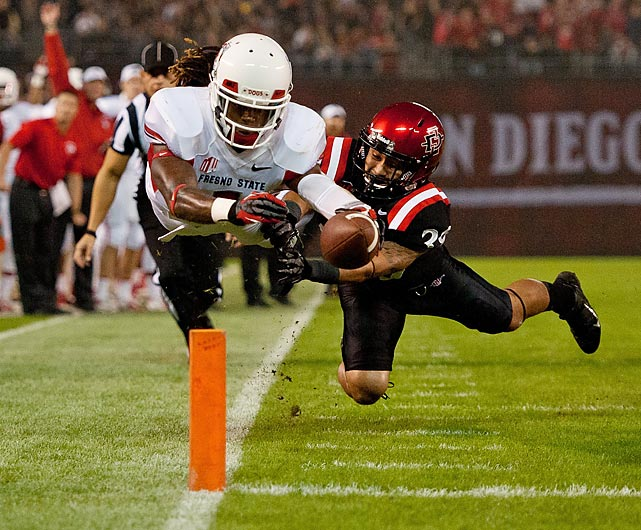 Fresno State wide receiver Isaiah Burse lunges for a touchdown against San Diego State.