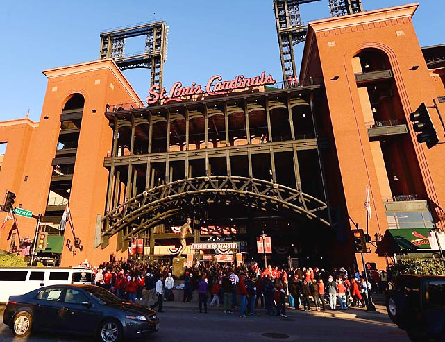 Fans flock to Busch Stadium before Game 4.