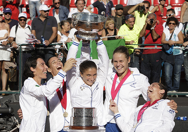 Sara Errani (center) won her singles match Sunday to help Italy win the Fed Cup final against Russia.