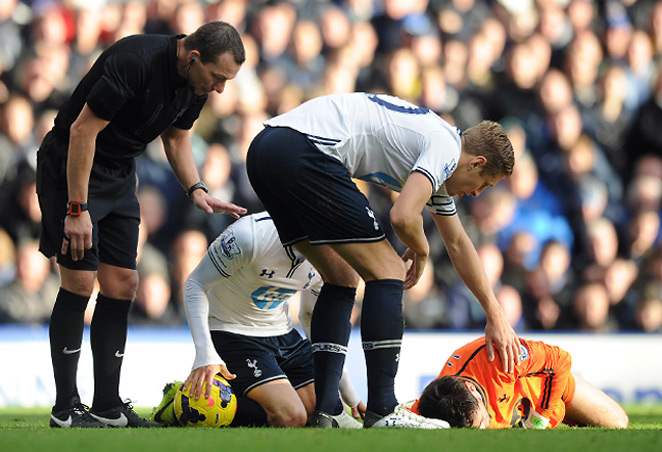 Tottenham has been criticized by FIFA and the soccer players' union for not substituting goalkeeper Hugo Lloris after a violent collision with Everton's Romelu Lukaku.