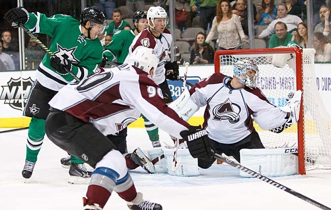 The Avalanche just keep rolling despite the ugly sideshow involving goalie Semyon Varlamov.
