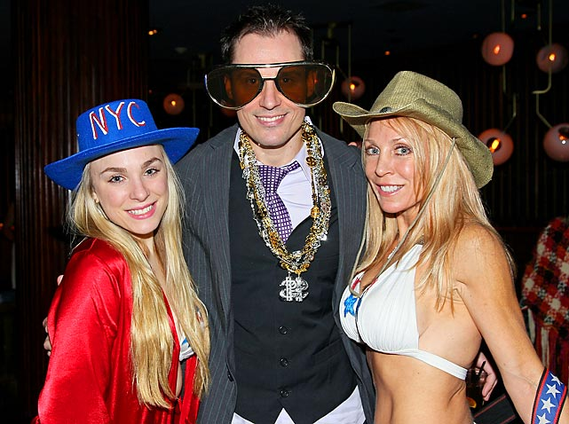 The Naked Cowgirl (right), who's not actually naked, and her daughter Tiffany Aiello (left) hung out with pop-eyed actor Keith Collins in New York City not long ago. Thought you might like to know.