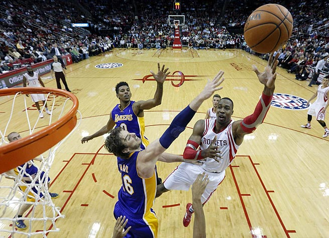 Dwight Howard had 15 points and 14 rebounds and shot 5-of-16 at the foul line against the Lakers.