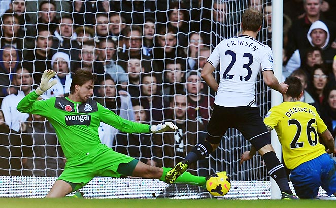 Newcastle goalkeeper Tim Krul made several key stops to preserve a 1-0 win for his team on Sunday.